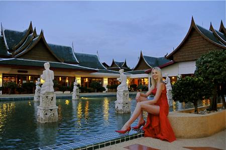rotes_kleid_thailand
