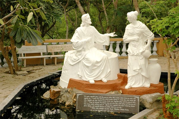 On the top of mount tao phung – die Jesus Statue