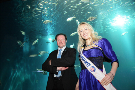 Mrs. Germany und Herr Dr Benke im Ozeaneum