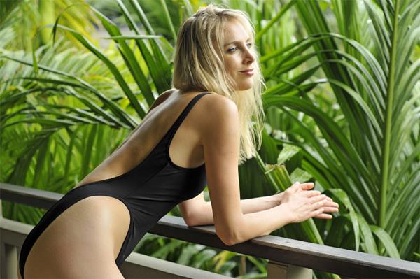 brauner_Bikini_600x399