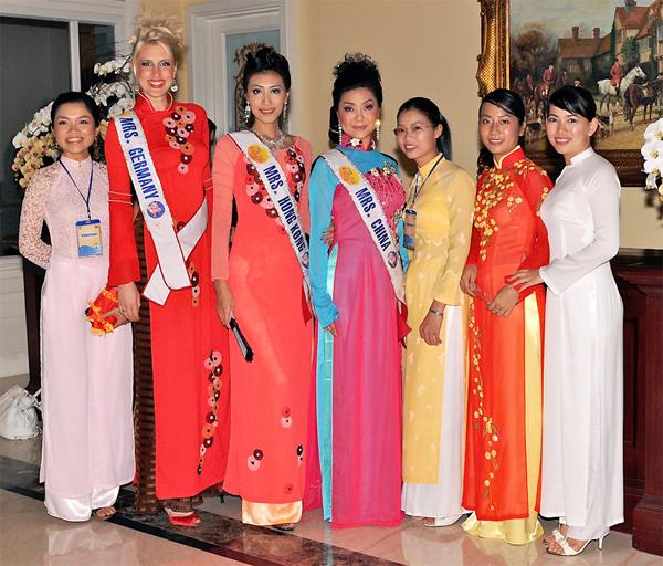 Misses World, Vietnam, pageant dresses and bikini