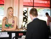 Elischeba an der Rezeption des Quality Hotel Ambassador Hamburg