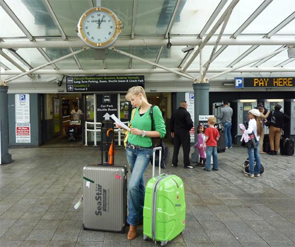 Elischeba am Flughafen Dublin
