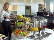 Elischeba am Frühstücksbuffet im Clarion in Dublin
