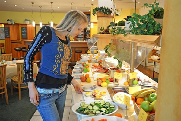 Fruehstuecksbuffet im Amber Hotel Leonberg