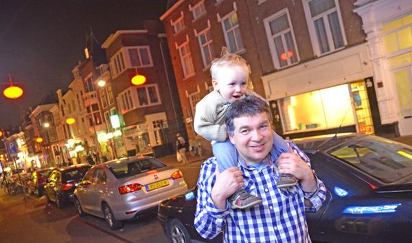 Pierre und leon bei Nacht in Den Haag