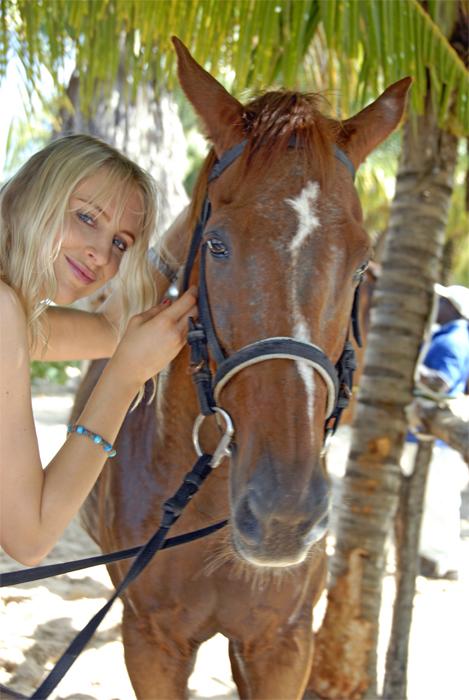 Model Elischeba Wilde mit Pferd