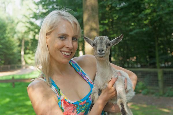 Elischeba mit Ziege