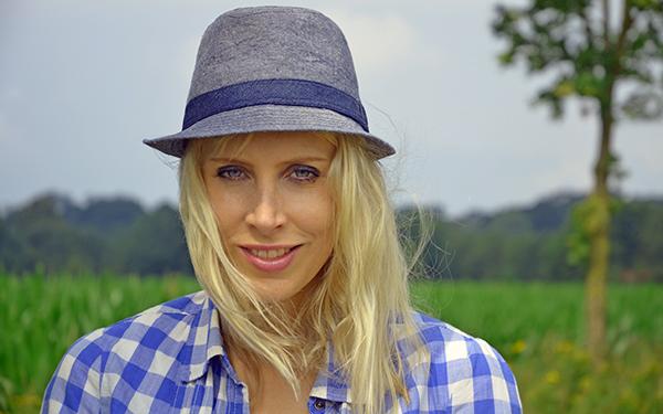 Elischeba Portrait mit Hut