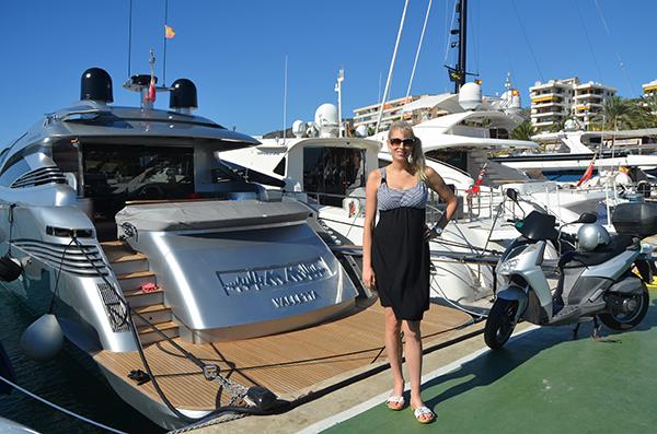 Elischeba vor Yacht