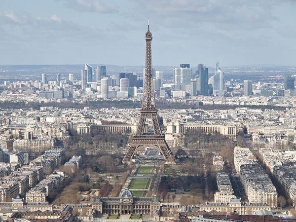 800px-Tour_Eiffel_École_militaire_Champ-de-Mars_Palais_de_Chaillot_La_Défense_-_03_600x450