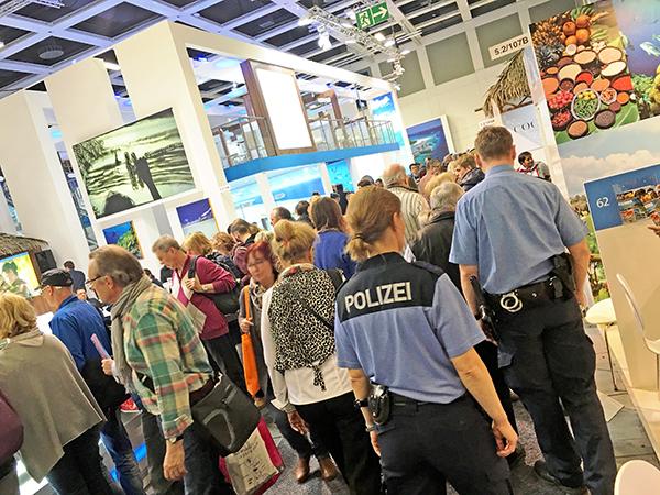Polizisten auf der ITB 2016