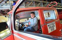 Pierre im Feuerwehrauto