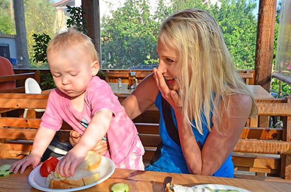 Fruehstueck mit Baby