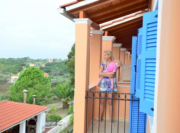 Elischeba und Emily auf Balkon
