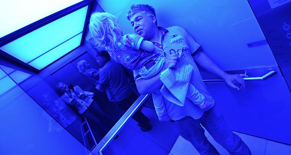 blauer Aufzug im Scandic Hotel