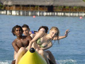 Bananaboot fahren auf den Malediven