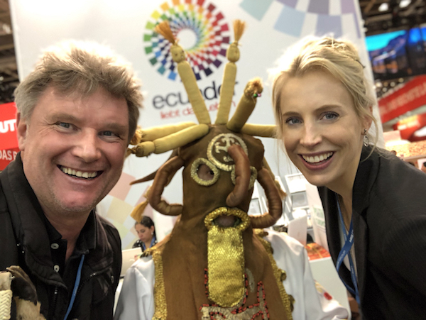 Elischeba und Martin am Stand von Ecuador