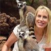 Elischeba mit Lemuren im Oasis Park