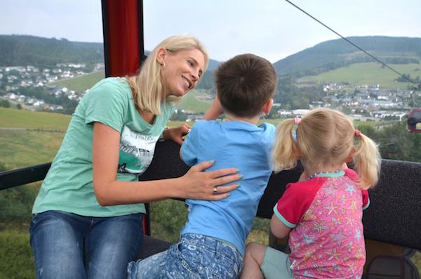 Gondel fahren mit Kindern