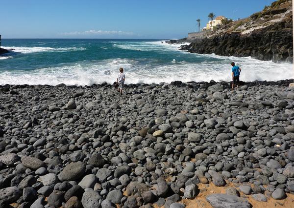 Steine am Strand in Teneriffa